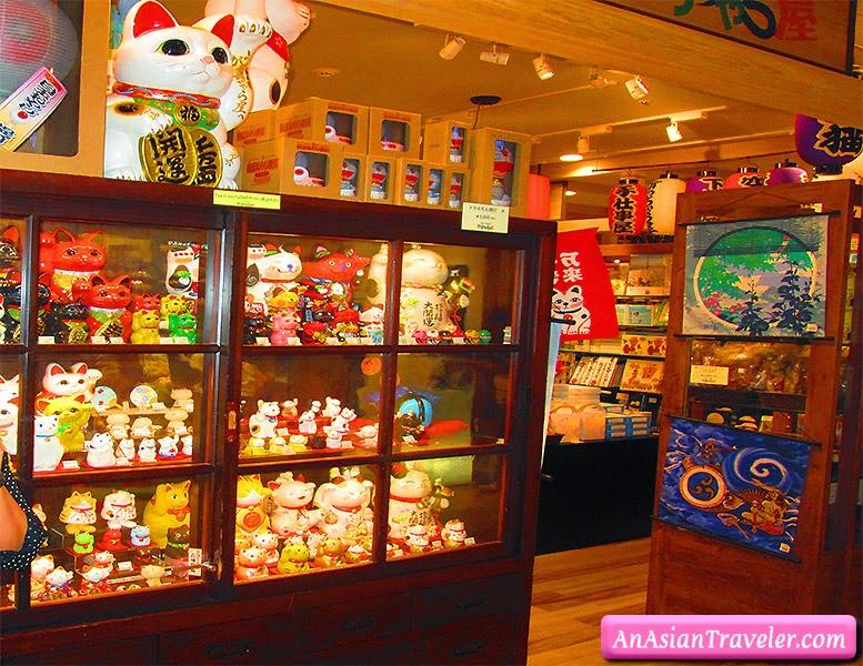 Meneki-Neko (Lucky Cat) store