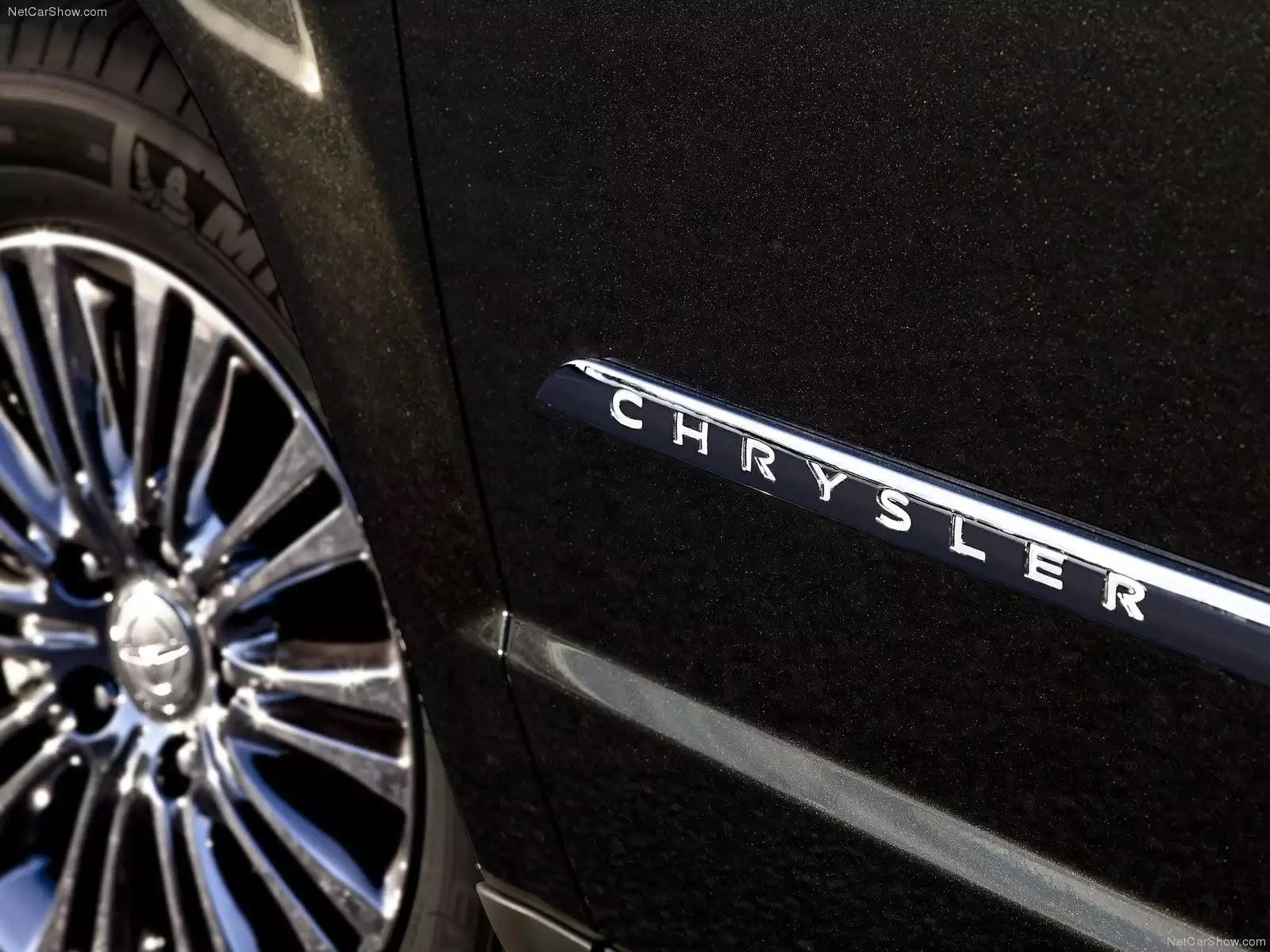 Hình ảnh xe ô tô Chrysler Town and Country 2011 & nội ngoại thất