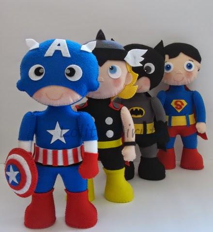 Capitão América, Thor, Batman e Superman em feltro