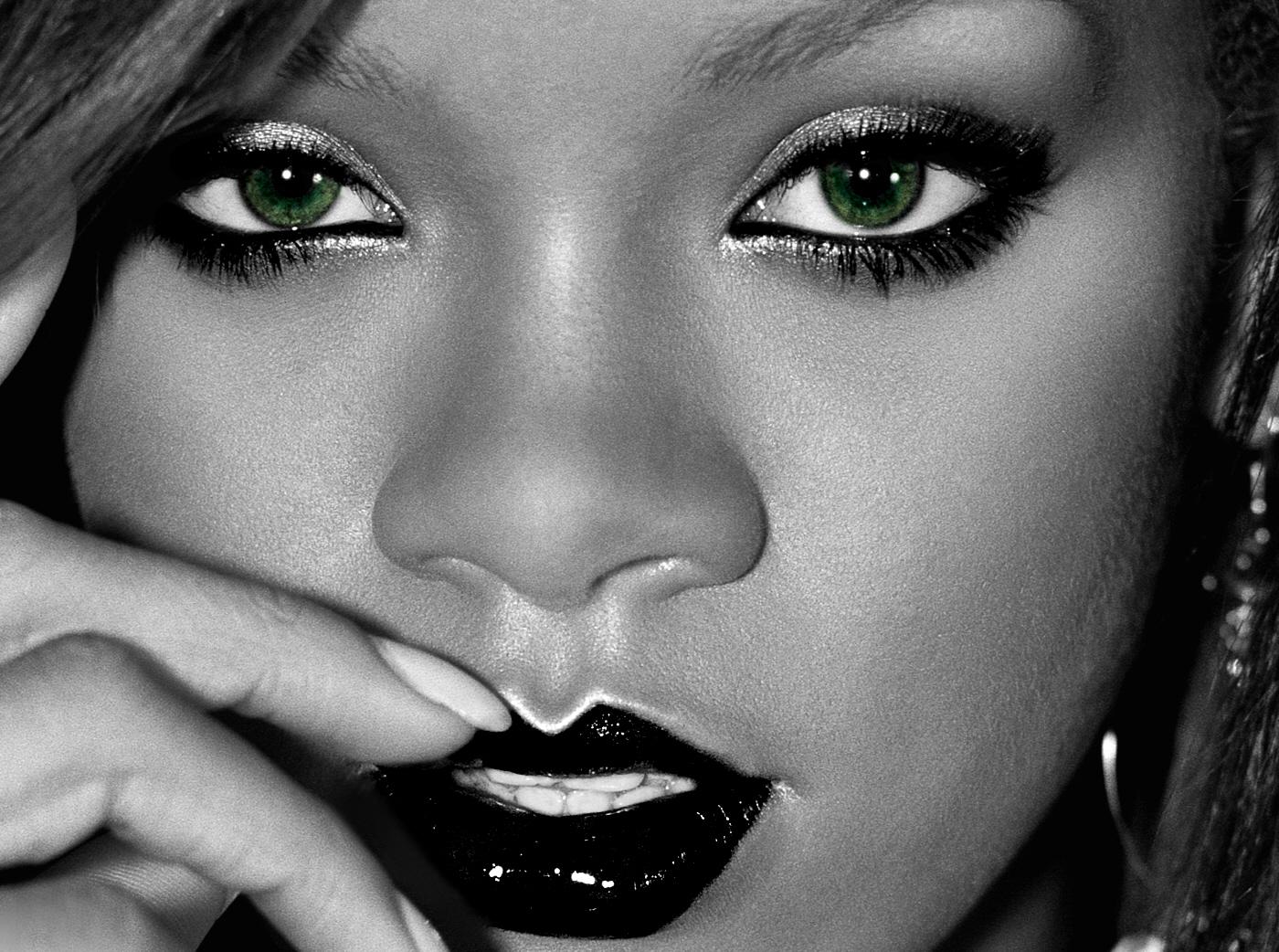 http://2.bp.blogspot.com/-rFTe2xVIXDc/UDTH2GRw-pI/AAAAAAAAM8o/KwG-VNr1Bw4/s1600/Rihanna-Wallpaper-2.jpg