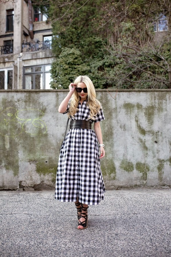 vestido longo xadrez-vestido longo-bolsa saco-comprar vestidos-roupas femininas-moda-sandália gladiadora-vestido xadrez-modelos de vestidos