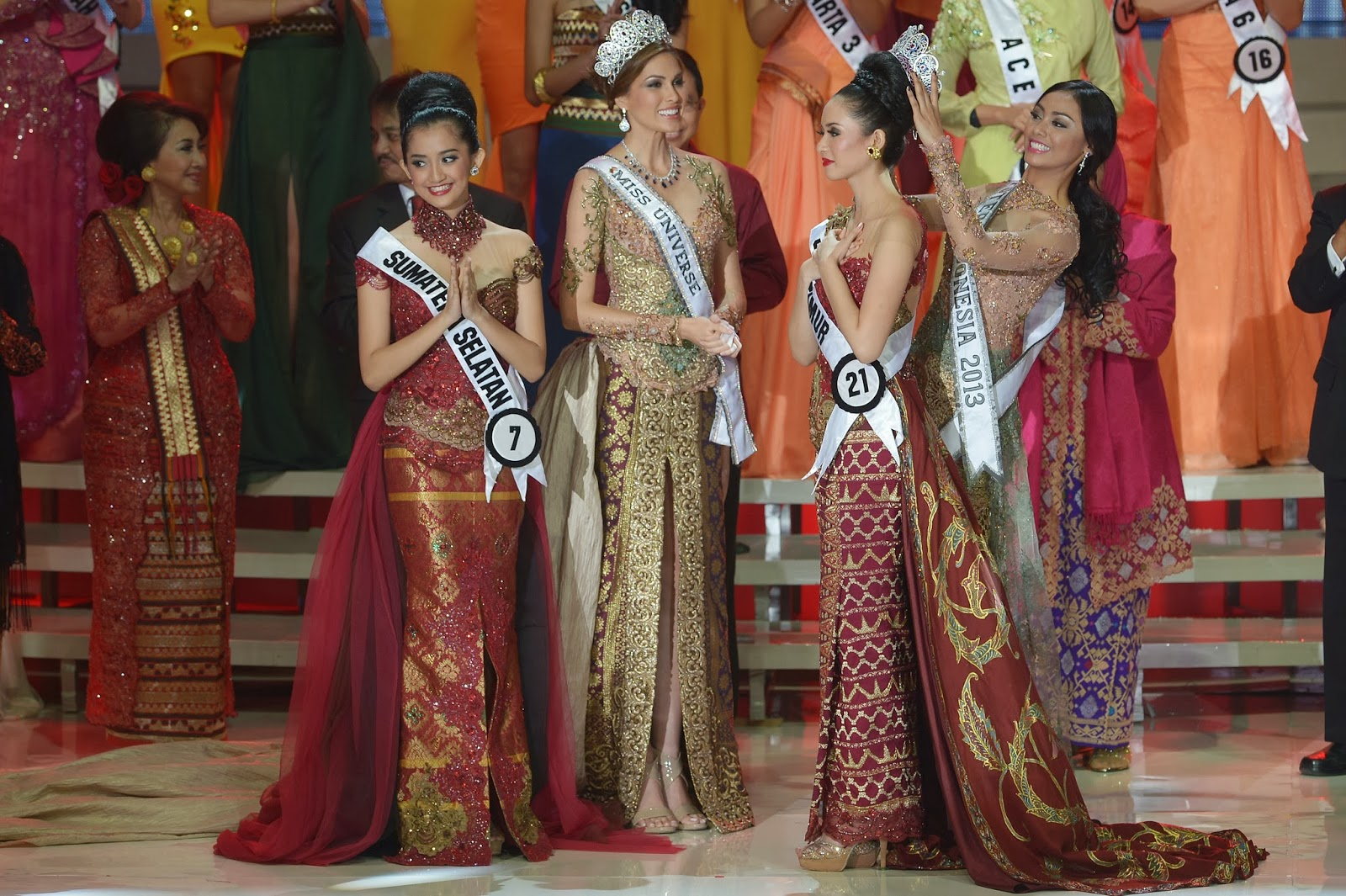 Beauty, Beauty Pageant, Compete, Contest, Crowned, Elvira Devinamira, Indonesia, Jakarta, Maria Gabriela Isler, Miss, Miss Puteri Indonesia 2014, Miss Universe 2014, Showbiz,