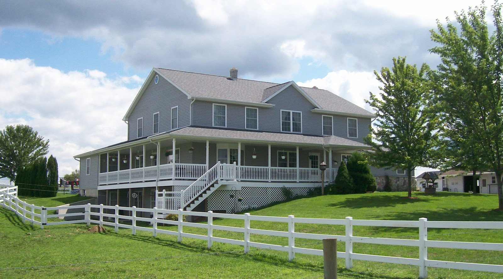 Simple pleasures amish homes plain and simple for Amish house builders