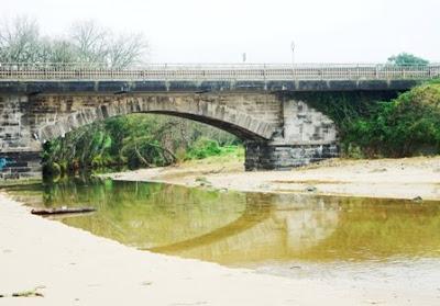 Caravia, playa de La Espasa, puente