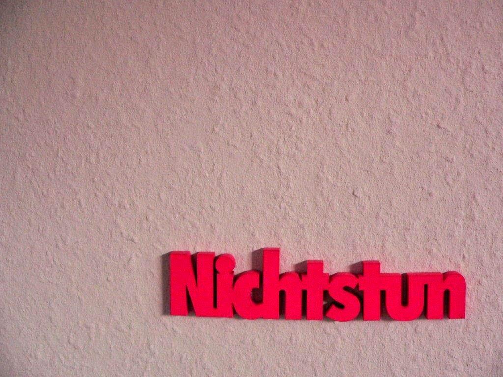 Nichtstun Holzsschrift Schriftzug Neon pink Wanddeko