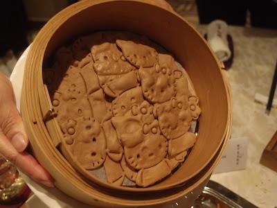 吉蒂猫造型的黑金蒜饼皮