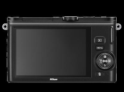 Fotografia del dorso e del monitor della Nikon 1 J3