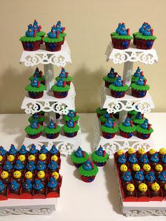 torre de cupcake decorado galinha pintadinha