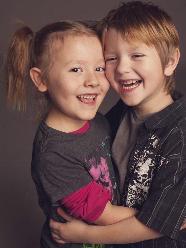 Coy (esq.), posa para foto com seu irmão, Max (Foto: Reuters/Kathryn Mathis)