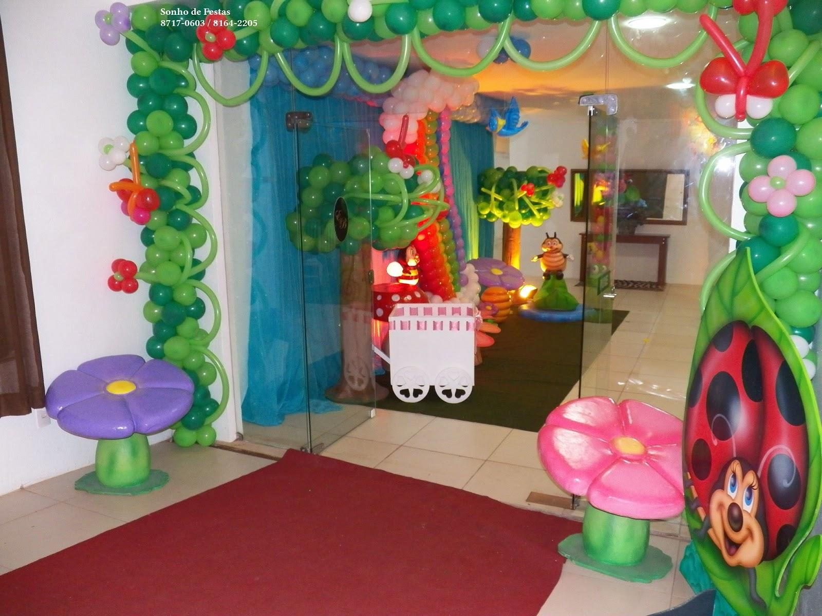 Entrada da festa foi um arco em balão em formato de joaninha