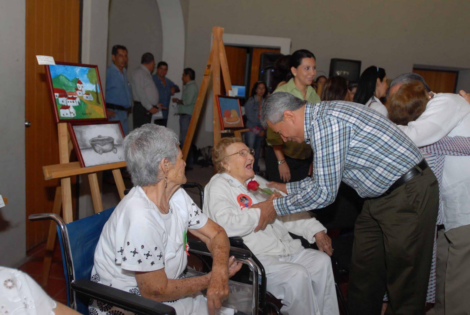 Gobcol inaugura mam departamentos para adultos mayores for Asilos para ancianos