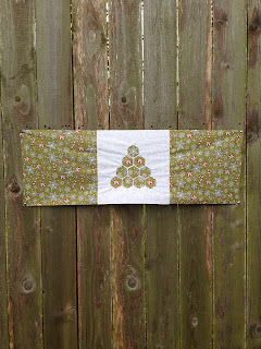 Hexagon Christmas Tree Table Topper, Free Downloadable Quiltsmart Pattern