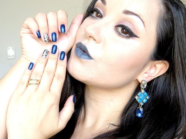 batom azul fica bonito com que maquiagem