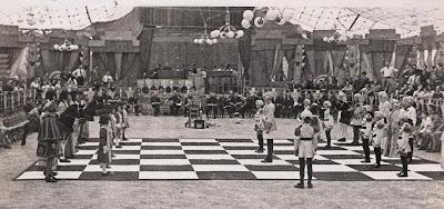 Partida de ajedrez viviente en la Fiesta Mayor de Sabadell 1940