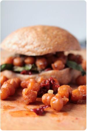 Vegan B.L.T. - Sandwich mit rauchigen Kichererbsen