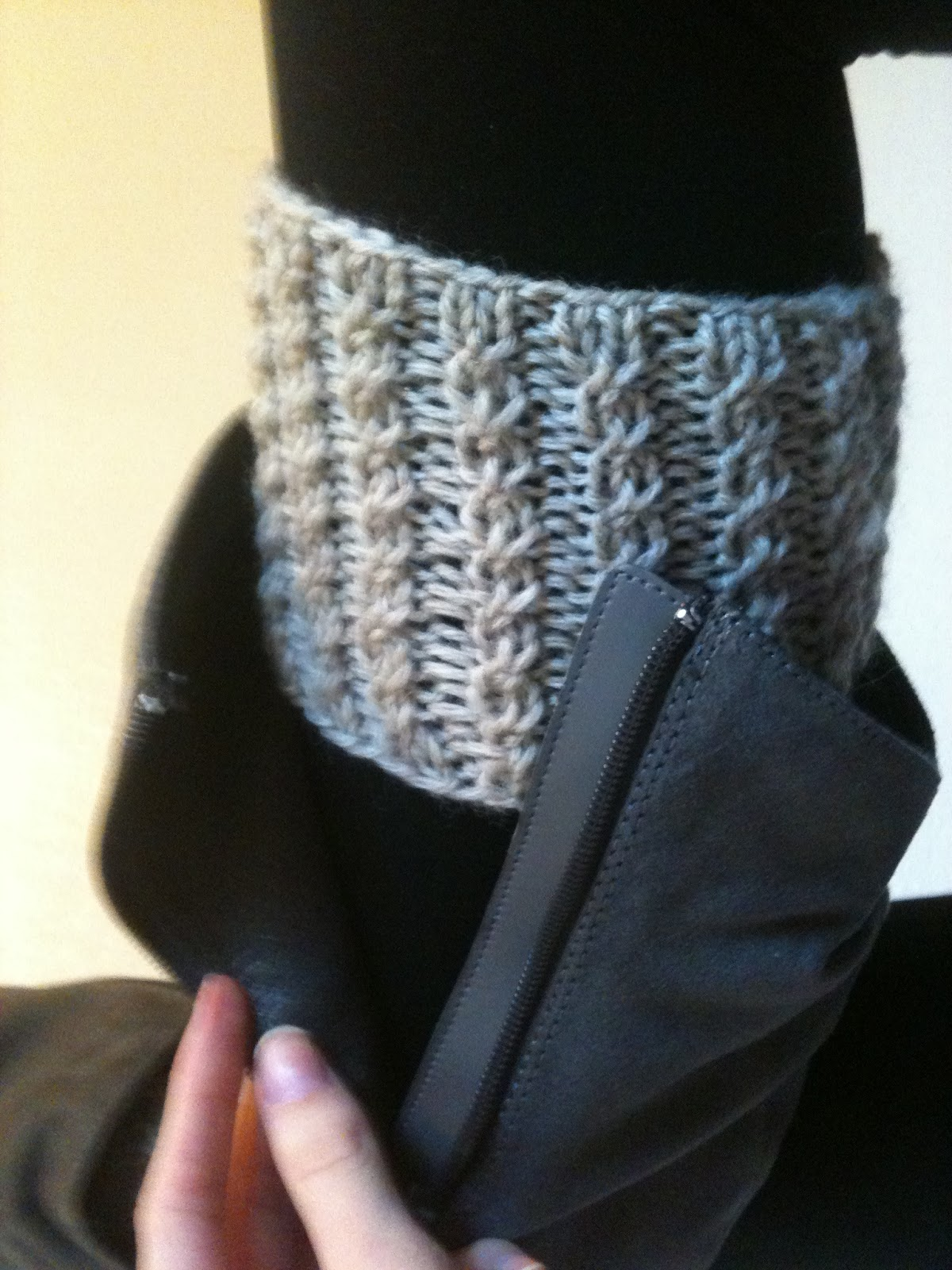 Free Knitting Pattern For Easy Slippers With Cuffs : Free Boot Cuff Patterns