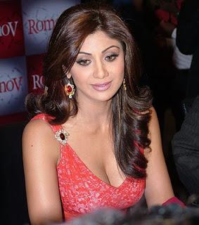 Shilpa Shetty Big Cleavages Photos