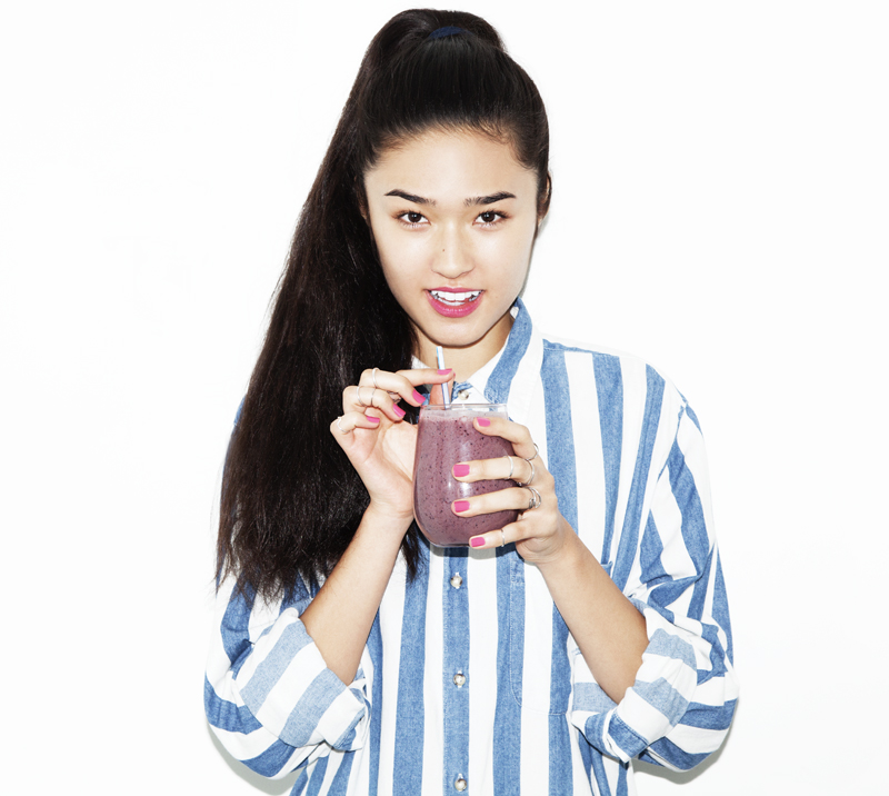 ALMOND BUTTER + JELLY SMOOTHIE | LOOKBOOK COOKBOOK