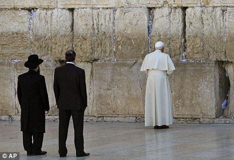 [Image: Pope%2Bin%2BHoly%2B%2BLand.jpg]