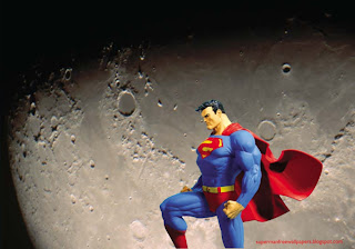 Desktop Wallpaper of Superman Statue in Moon Light Desktop wallpaper