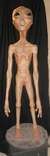 El tradicional extraterrestre en la exposición de Cuarto Milenio.
