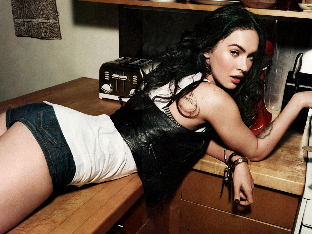 Megan Fox Sexy Hollywood Actress Photos,Megan Fox Sexy Looks ...