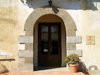Porta d'entrada a la masia de Can Rabassa