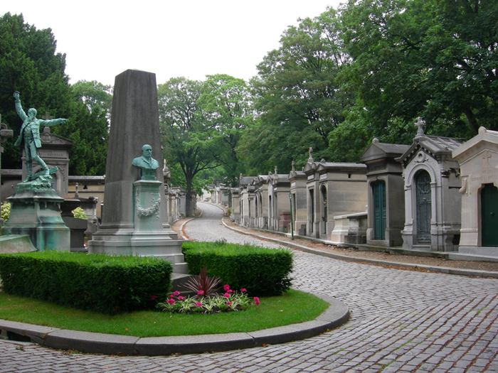 Pere Lachaise is one of the most famous cemeteries in the world. It is situated in the eastern part of the capital and is officially called the Eastern cemetery. Among other things, Pere-Lachaise cemetery, perhaps, is the largest green oasis in Paris and one of the largest museums of gravestones, covering an area of approximately 48 hectares.