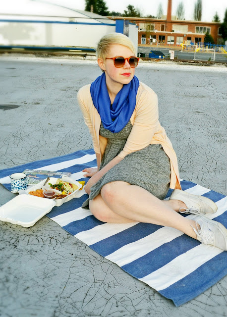 Seattle, street style, Spring fashion, Madewell sweatshirt dress, picnic