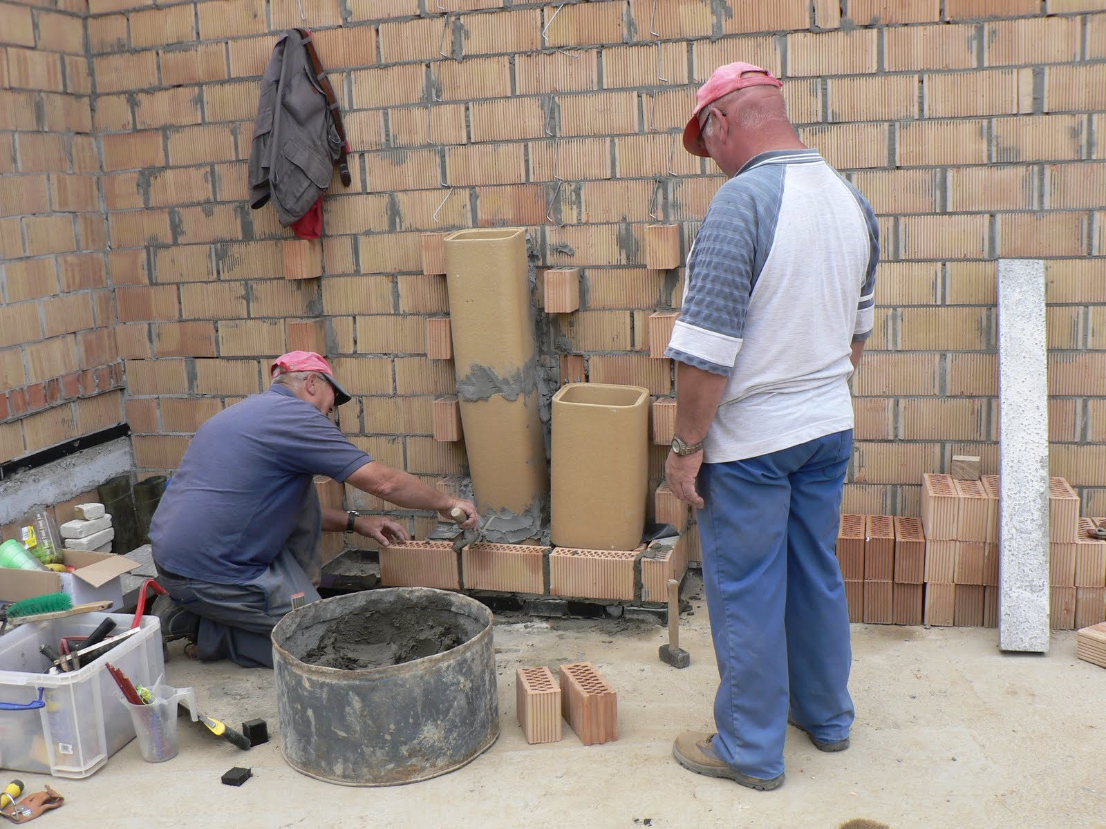 Kabouters gezocht 2 en 3 juli ontkisten pilaar kleine metswerken stenen van huis steunen - Een helling aanpassen ...