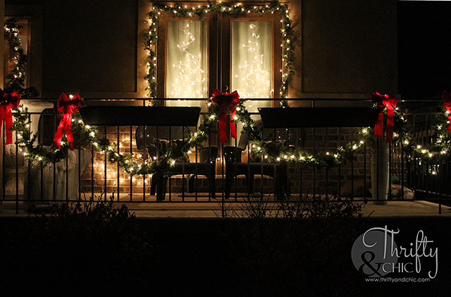Christmas decorating ideas for outdoors and a porch #DamageFreeDIY