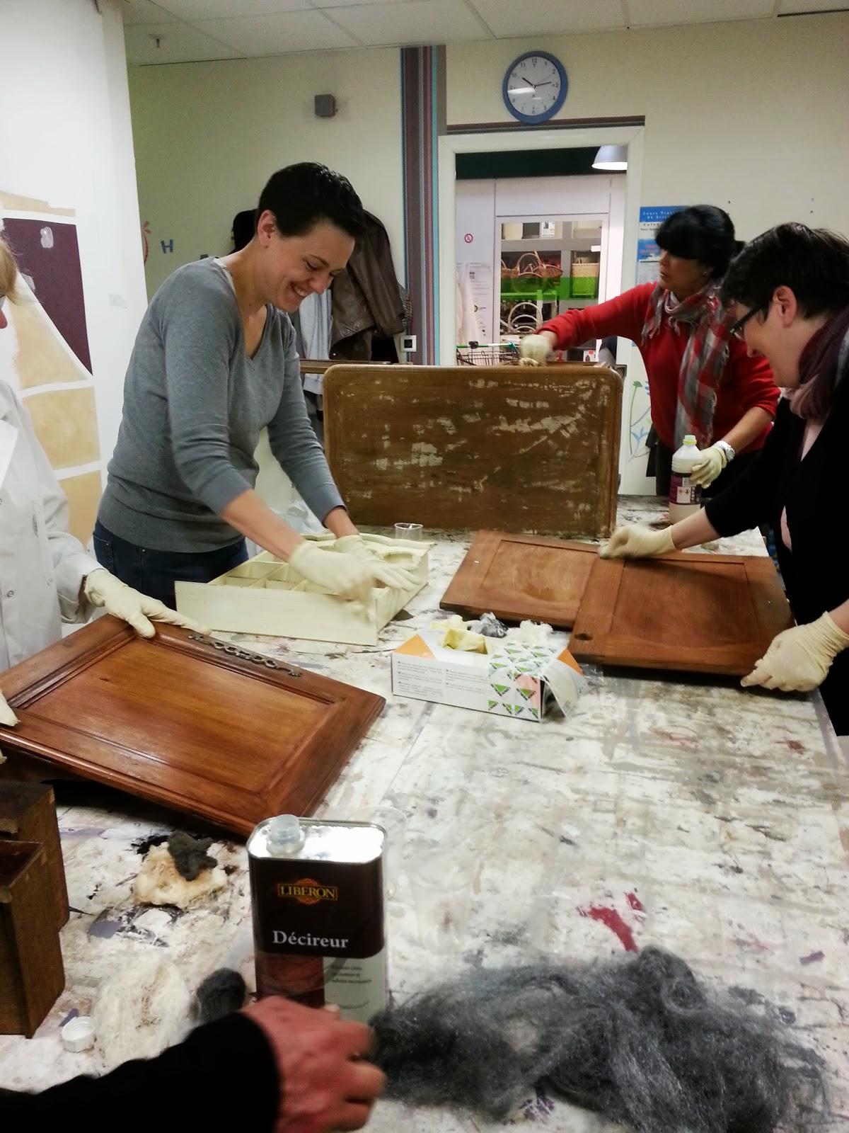 Peinture sur meuble repeindre portes cuisine ch ne massif vernis cours de - Repeindre cuisine chene ...