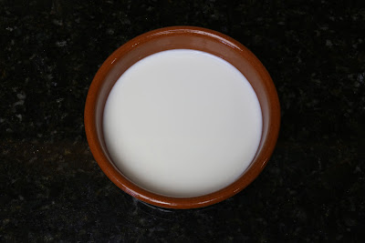 Preparación de cuajada con leche entera de vaca