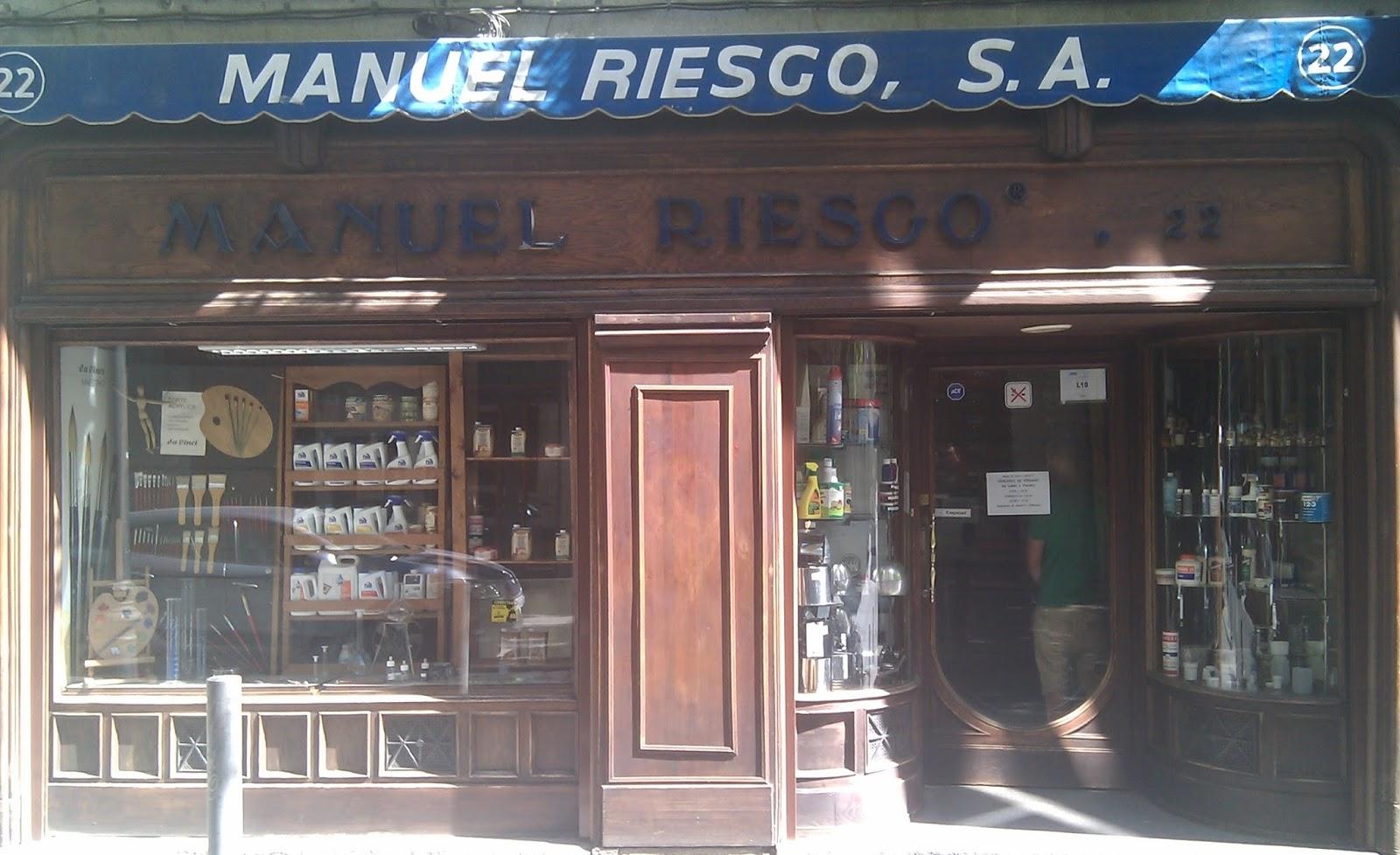 Le vetrine pi curiose di madrid lateatblog - Manuel riesgo villaverde ...