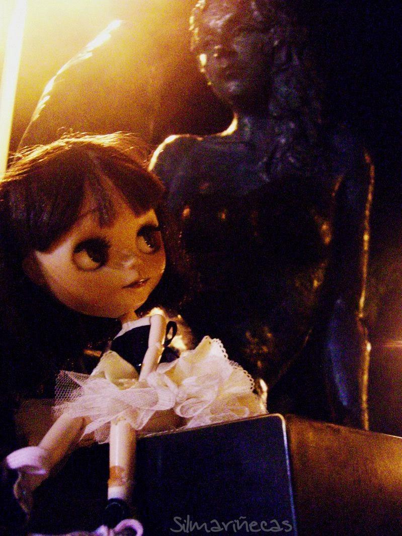 Basaak doll en el paseo del puerto de gandía-