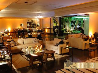 sofá de fibra, sofá branco, poltrona madeira asiática, mesa espelhada, lounge