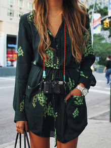 http://it.shein.com/Dark-Green-Long-Sleeve-Floral-Pockets-Dress-p-234119-cat-1727.html?aff_id=1671