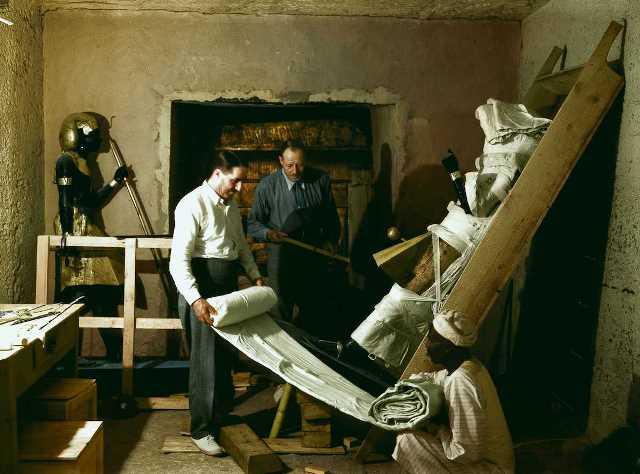 Descubrimiento tumba Tutankamón a color