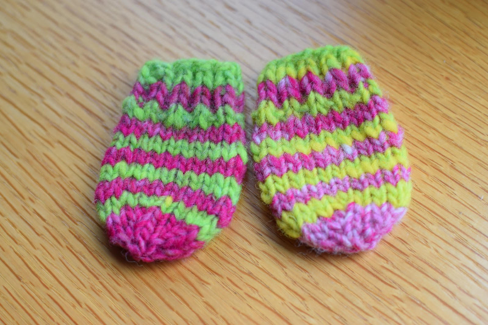 Knitting Pattern For Toddler Mittens With Thumbs : Susan B. Anderson: Waiting for Winter Mittens ~ Bigger and Now Little, too!