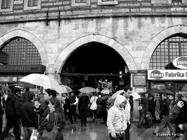 Mısır Çarşısı, The Egyptian Spice Market In Istanbul