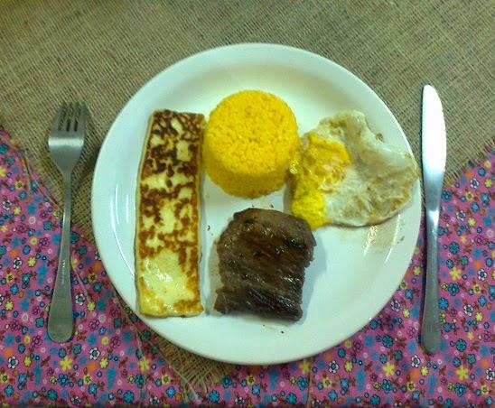 Prato tradicional: queijo de coalho assado, cuscuz, carne de sol e ovo frito