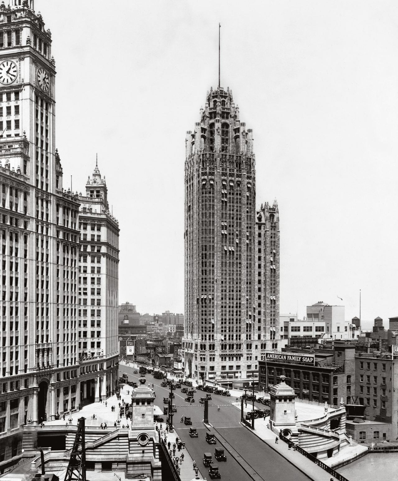 chicago 1920 The killing of vice leader jim colosimo in 1920, the first year of national prohibition, signaled a new phase in chicago violence the bloody beer wars of 1924–1930 made al capone famous and the city synonymous with the new phenomenon of gangsterism.
