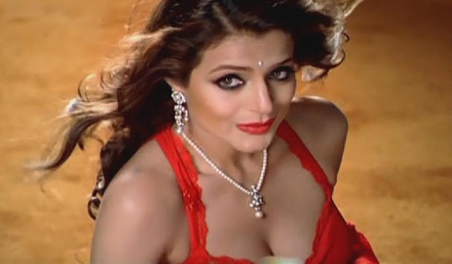 Matchless Hot amisha patel cleavage out