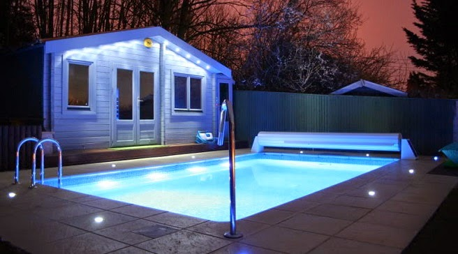 Luces led de colores iluminaci n de piscinas con luces led - Luces para piscina ...