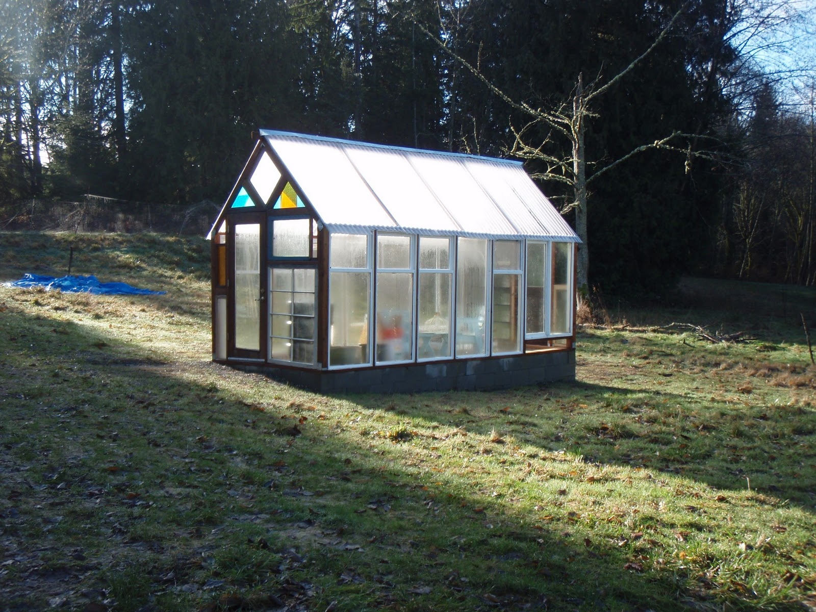 Mellish fields west now this is a cool for Tiny house with greenhouse