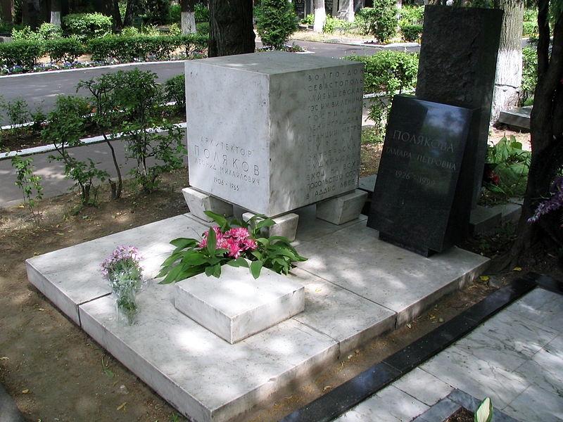 Begravet på novodevitjij kirkegården no 6 i moskva gravstenen er af