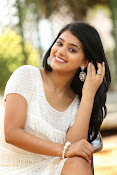 Yamini bhaskar glam pix-thumbnail-18