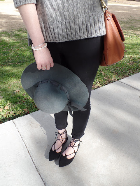 lace up flats and floppy hat