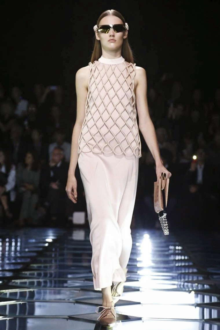 Balenciaga spring summer 2015, Balenciaga ss15, Balenciaga, Balenciaga ss15 pfw, Balenciaga pfw, pfw, pfwss15, pfw2014, pfw ss15, fashion week, paris fashion week, Alexander Wang, Alexander Wang HM, du dessin aux podiums, dudessinauxpodiums, vintage look, dress to impress, dress for less, boho, unique vintage, alloy clothing, venus clothing, la moda, spring trends, tendance, tendance de mode, blog de mode, fashion blog,  blog mode, mode paris, paris mode, fashion news, designer, fashion designer, moda in pelle, ross dress for less, fashion magazines, fashion blogs, mode a toi, revista de moda, vintage, vintage definition, vintage retro, top fashion, suits online, blog de moda, blog moda, ropa, asos dresses, blogs de moda, dresses, tunique femme,  vetements femmes, fashion tops, womens fashions, vetement tendance, fashion dresses, ladies clothes, robes de soiree, robe bustier, robe sexy, sexy dress