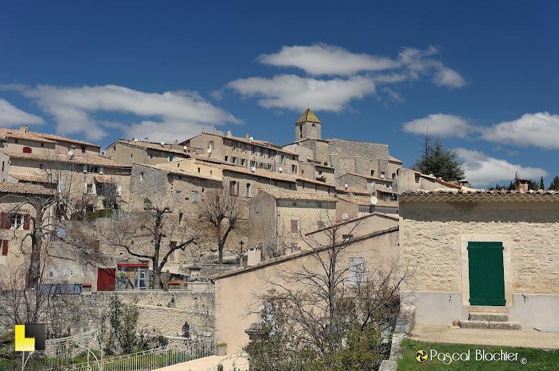 le village provençal d'aurel photo pascal blachier au delà du cliché